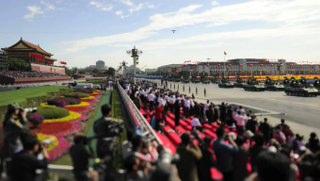 Çin 60. Yıl Geçit Töreni