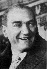 Gülümseyen Atatürk